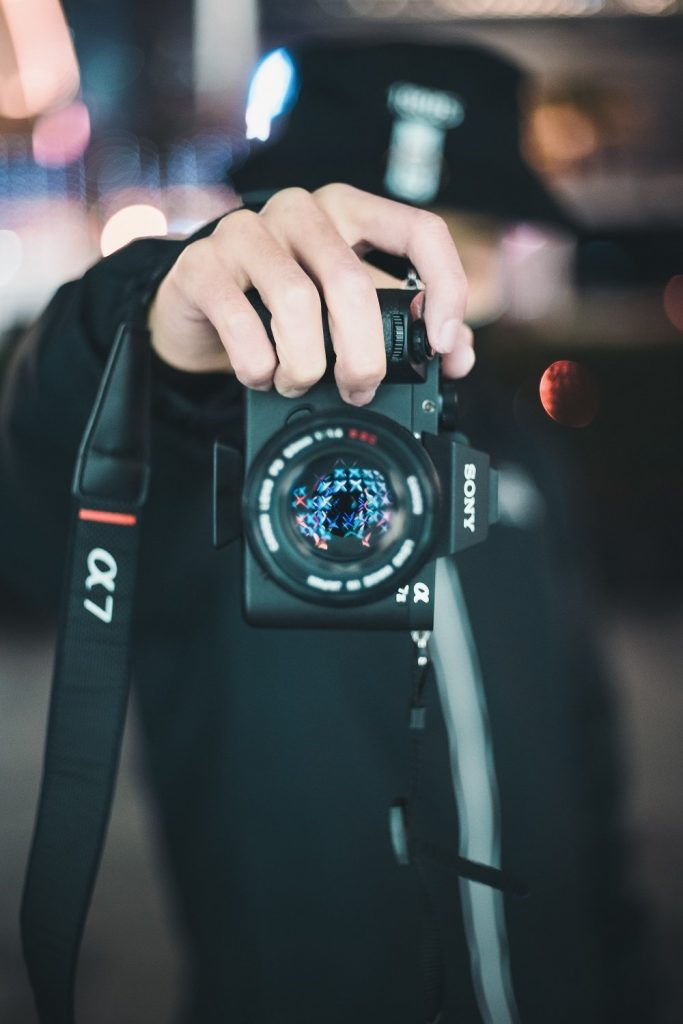 DSLR vs Mirrorless - Which Camera Suits You?